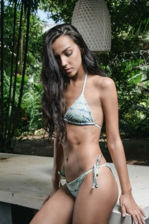 Wave string bikini in shark print